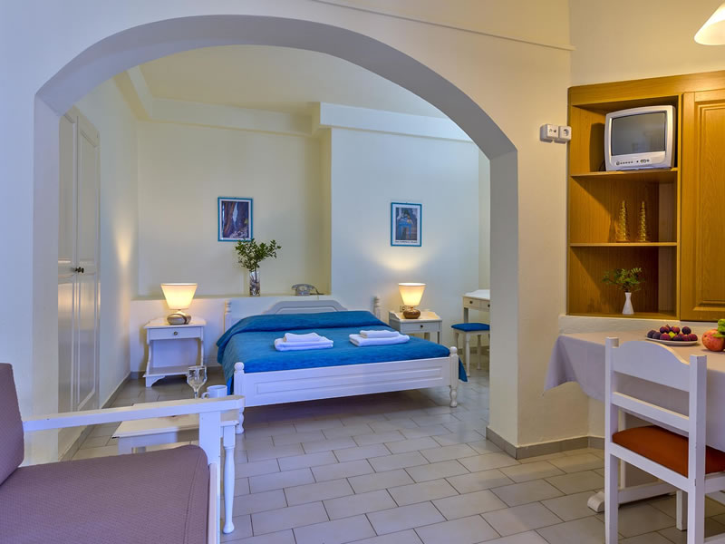 https://www.alianthos-suites.gr/wp-content/uploads/2016/02/chania-one-bedroom-apartment.jpg
