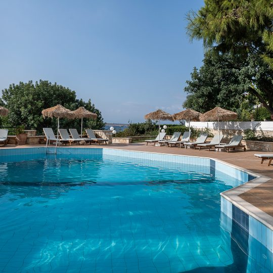 https://alianthos-suites.gr/wp-content/uploads/2016/05/POOL-VIEW-2-540x540.jpg
